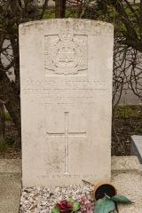 Eglise Saint-Antoine - Nederlands: Houtkerque. Grafsteen van Sec.Lt. S.E. Boulting.