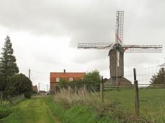 Moulin à vent d'Hofland, dit aussi moulin d'Accou - Nederlands: tussen Houtkerke en Les Cinq Chemins, molen:v l'Hoflandmeulen