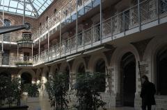 Ancien couvent des Minines - Deutsch: Ehemaliges Kloster der Paulaner, Couvent des Minimes, in Lille im Département Nord (Hauts-de-France/Frankreich), Innenhof
