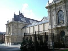 Palais des Beaux-Arts -  Vue de côté du Palais des Beaux-Arts.