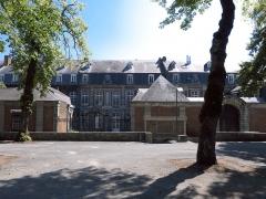 Ancien chapître des Chanoinesses - Français:   Hôpital militaire de Maubeuge (Inscrit)