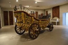 Ancien chapître des Chanoinesses - Français:   Char de procession du chapitre des chanoinesses de Sainte Aldegonde de Maubeuge