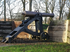 Fortifications - English: Canon in the walls.