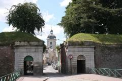 Hôtel de ville - Deutsch: Gemeinde Le Quesnoy unweit der belgischen Grenze im Département Nord. Porte Fauroeulx - Fauroeulxer (Ort in Belgien) Tor.