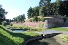 Remparts - Bastion et fortifications du secteur sud-ouest de la citadelle Vauban - Le Quesnoy (Nord, France).