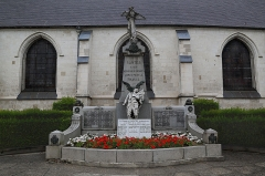 Eglise - English: The war memorial in Santes, France.