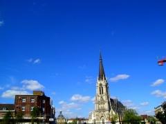 Eglise Saint-Christophe - Français:   Vue de loin de l\'Eglise St-Christophe qui se trouve au centre de Tourcoing (59).