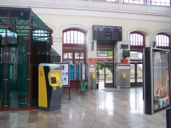 Gare - English:   Waiting hall of Tourcoing station, in the department of Nord, France.