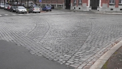 Gare - English:   Old tramway tracks are recognisable by the paving layout.  Old tracks had to be removed and paved over without repaving the whole street. The street with trees is Avenue Albert Premier.