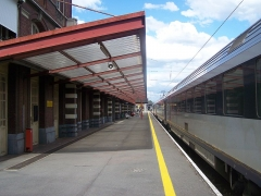 Gare - English:   Platforms of Tourcoing station in Nord, France. Belgium train to Ostende here stopped.