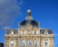 Hôtel de ville - Français:   Fronton de l\'Hôtel de ville de Tourcoing.