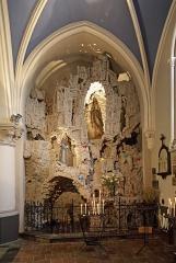 Eglise Saint-Gilles - Nederlands: Watten (département du Nord, Frankrijk): interieur van de Sint-Gilliskerk - detail: Lourdesgrot