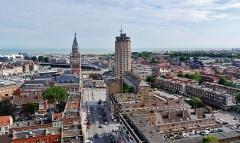 Hôtel de ville - Deutsch: Blick vom Belfried auf das Rathaus & den Reuze-Turm, Dünkirchen, Département Nord, Region Oberfrankreich (ehemals Nord-Pas-de-Calais), Frankreich