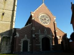 Eglise - Façade de l'église de Carnières (Nord)