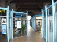 Hôtel de ville et beffroi - Français:   Le Passage des Hallettes accueille la bibliothèque municipale d\'Aire-sur-la-Lys.