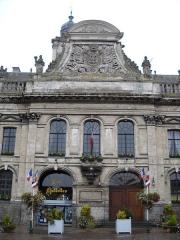 Hôtel de ville et beffroi - English:   The Town Hall of Aire-sur-la-Lys, Pas-de-Calais, France.