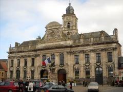 Hôtel de ville et beffroi - English:   The town hall of Aire-sur-la-Lys, Pas-de-Calais, France, on November 11th, 2009 (Remembrance Day).