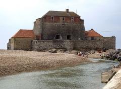 Fort Vauban dit Fort Mahon - L'embouchure de la Slack et le fort Mahon à Ambleteuse (Pas-de-Calais).