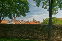 Beffroi - English:   Boulogne-sur-Mer - Ville Haute - Rampart of Fortifications - View North on the Belfry & Dome of the Notre Dame Basilica