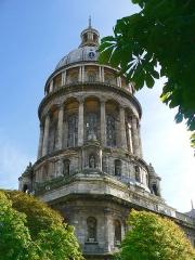 Ancienne cathédrale Notre-Dame -  La basilique Notre Dame de Boulogne sur Mer, vue de l'enclos de l'évêché.   <2006> <Matthieu Debailleul/http://aascalys.free.fr>