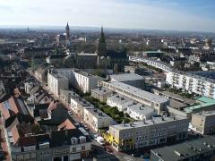 Citerne de l'église Notre-Dame -  La ville de Calais vue du haut du phare direction sud. On distingue bien l'église Notre-Dame, ensuite le beffroi de l'Hôtel de Ville de Calais et au loin, on peut apercevoir la paroisse Saint-Pierre.