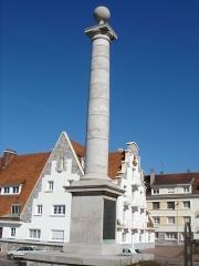 Colonne commémorative du débarquement de Louis XVIII à Calais -  Calais Bd des Alliés Colonne Louis XVIII