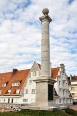 Colonne commémorative du débarquement de Louis XVIII à Calais - English: The Louis XVIII memorial column in Calais.