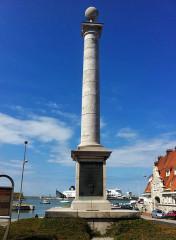Colonne commémorative du débarquement de Louis XVIII à Calais - English: Louis XVIII column