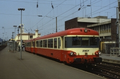 Gare - English: Caravelle DMU set X 4582 seen at Lens on 23 July 1990 on train 77085, 13:34 Lens to Douai.