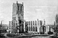 Ancienne abbaye de Saint-Bertin - English: Photographie ancienne représentant les ruines de l'église Saint-Bertin, à Saint-Omer (ville du Nord de la France), un peu avant 1899,