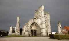 Ancienne abbaye de Saint-Bertin - English: ref: PM_050583_F_Saint_Omer; Saint-Omer; Abbaye Saint-Bertin; Nord-Pas-de-Calais, Pas-de-Calais; France; Ruines de l'église, façade occidentale; Cultural heritage; Europe/France/Saint-Omer; Wiki Commons; Photographer: Paul M.R. Maeyaert; www.pmrmaeyaert.eu; © Paul M.R. Maeyaert; pmrmaeyaert@gmail.com;