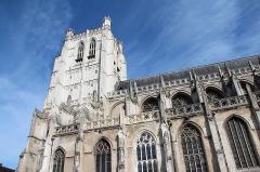 Collégiale, puis cathédrale Notre-Dame, actuellement église paroissiale Notre-Dame - Saint-Omer (Pas-de-Calais - France), tour occidentale (1473-1521)  et nef (1375-1473) de la cathédrale Notre-Dame.