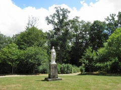 Domaine de la Garenne-Lemot (également sur communes de Clisson, dans la Loire-Atlantique, et Cugand, en Vendée) -  Rond-point dit de Diane. Statue antique de Faustine. La Garenne Lemot, Gétigné - Clisson, Loire-Atlantique, France.