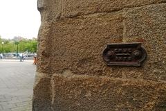 Bourse de commerce - English: Nantes, Loire-Atlantique, France. 1872 Loire river flood level sign, corner of rue Thurot and place du Commerce, northern corner of palais de la Bourse.