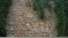 Enceinte gallo-romaine (vestiges) - English:   Detail of the Gallo-Roman wall of Nantes, inside École Saint-Pierre, formerly the Couvent des Cordeliers, 9 rue de Refuge