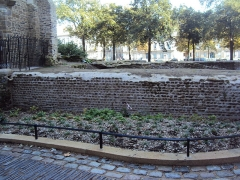 Enceinte gallo-romaine (vestiges) - English:   Gallo-Roman wall of Nantes, between the Cathedral and Porte Saint-Pierre, interior side, October 2014.