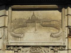 Hôtel Garreau - Français:   Bas-relief représentant la place Saint-Pierre de Rome sur la façade de l\'Hôtel Garreau (1845) - Rue Dobrée, rue Damrémont - Nantes, Loire-Atlantique.