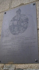 Immeuble - English: Plaque in Place du Bouffay, Nantes, commemorating the Tour du Bouffay and the prison and place of execution that were formerly located on the site. The plaque reads