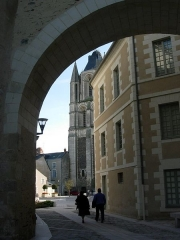 Ancienne abbaye Saint-Aubin, actuelle préfecture - English:  View Angers, Maine-et-Loire, France. Above, the loggia of the Logis Barrault; right, north side of the Logis Barrault, in the middle, the Place Saint-Eloi; in the background, the Tour Saint-Aubin.