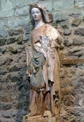 Collégiale Saint-Martin - Vierge à l'enfant en pierre polychrome, vers 1360 (église Saint-Martin d'Angers, Maine-et-Loire, France).  Oeuvre découverte en 1931 lors des fouilles de la collégiale Saint-Martin