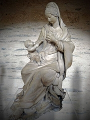 Collégiale Saint-Martin - Vierge s'apprêtant à allaiter l'Enfant (école mancelle, vers 1500-1550 - terre cuite).   Cette oeuvre se trouve dans l'église Saint-Martin d'Angers (Maine-et-Loire, France)