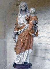 Collégiale Saint-Martin - Vierge à l'Enfant en terre cuite polychrome de Philippe-René(?) Plouvier (vers 1750).   Cette oeuvre se trouve dans l'église Saint-Martin d'Angers (Maine-et-Loire, France)