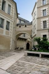 Logis Barrault -  La loggia voûtée du logis Barrault à Angers (rue du musée).