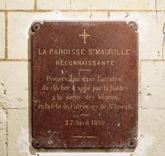 Eglise Saint-Maurille - Nederlands: Chalonnes-sur-Loire (departement Maine-et-Loire, Frankrijk): interieur van de Saint-Maurillekerk - detail: herdenkingsplaat