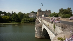 Château - English: le pont sur la Loir. Durtal. Pays de la Loire, Maine-et-Loire. France. Cityscape with the river Loir. . Cultural heritage; Cultural heritage|Monuments|Palace; Europe|France; Europe|France|Centre-Val de Loire; Europe|France|Centre-Val de Loire|Eure-et-Loir; Europe|France|Centre-Val de Loire|Eure-et-Loir|Pierres (Eure-et-Loir). . . photo: Paul M.R. Maeyaert. pmrmaeyaert@gmail.com. www.pmrmaeyaert.eu; www.polmayer.com. © Paul M.R. Maeyaert; pmrmaeyaert@gmail.com. Ref PM_093909_F_Durtal.