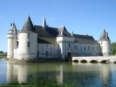 Château du Plessis-Bourré - English: Castle Le Plessis-Bourré, located near the village of  Écuillé in Maine-et-Loire département, France, seen from the south-east.