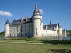 Château du Plessis-Bourré - English: Castle Le Plessis-Bourré, located near the village of  Écuillé in Maine-et-Loire département, France, seen from the south-west.