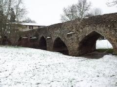 Pont de Bohardy sur l'Evre - English: The Bohardy Bridge over the Èvre River in Montrevault, Maine-et-Loire (49)