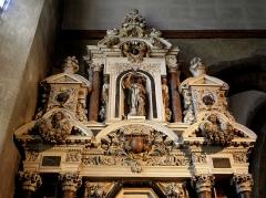 Eglise Notre-Dame des Cordeliers - Français:   Autel et retable de la Vierge. Église Notre-Dame-des-Cordeliers de Laval (53). Architecte: Michel Langlois. Statue St Jean-Baptiste.