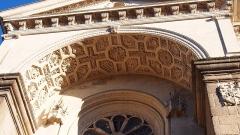 Eglise Saint-Vénérand - Français:   Laval (Pays de la Loire, France). Porche de l\'église Saint-Vénérand.
